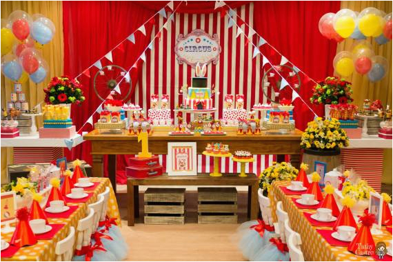 classic red white circus themed birthday party