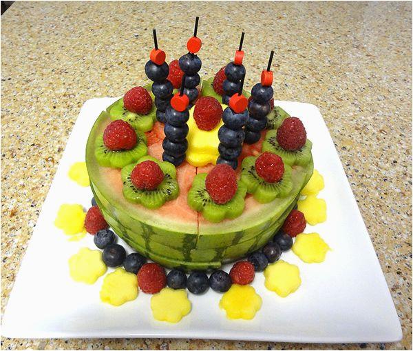 fruit cake decorating