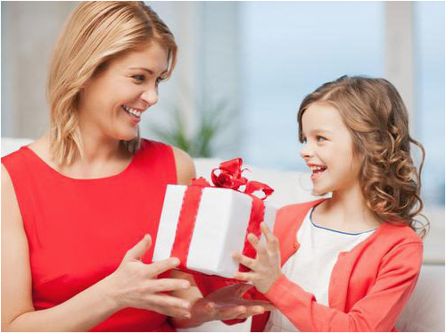 top 10 gifts you can give your mom on her birthday