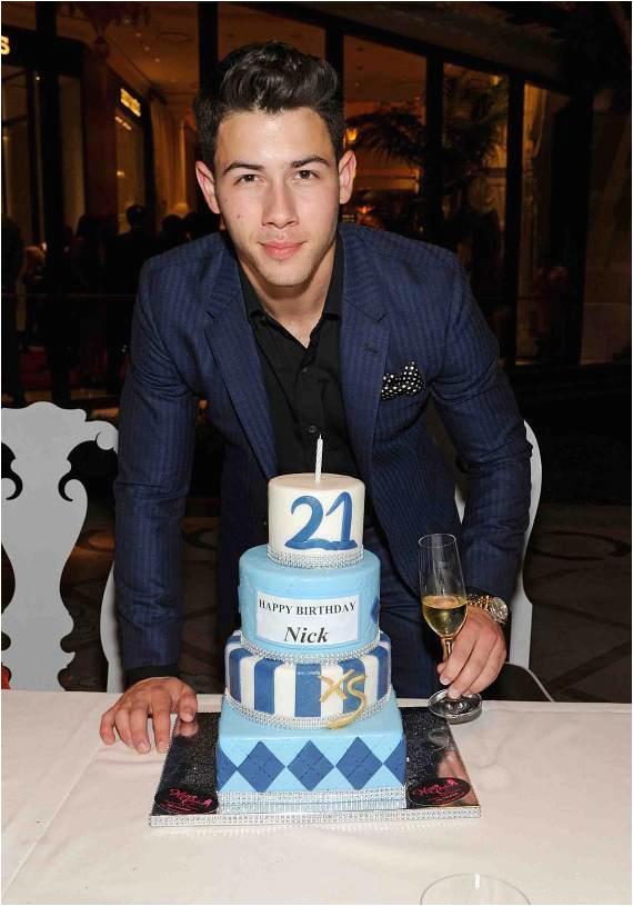 jonas brothers celebrate nicks 21st birthday at wynn las vegas