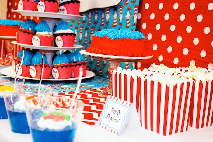 thing 1 and thing 2 twin themed birthday party via karas party ideas karaspartyideas com dr seuss party ideas 26