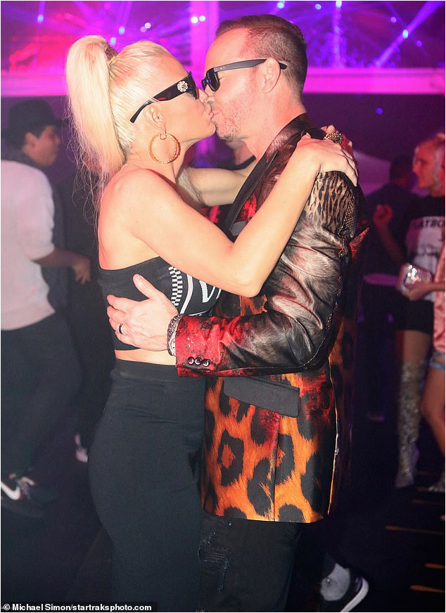 jenny mccarthy throws husband donnie wahlberg epic versace themed 50th birthday bash chicago ns mchannel rss ns campaign 1490 ito 1490