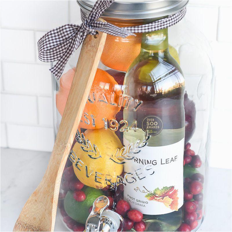 diy gift idea sangria for friends 59dfc0a1054ad9001165054c jpg