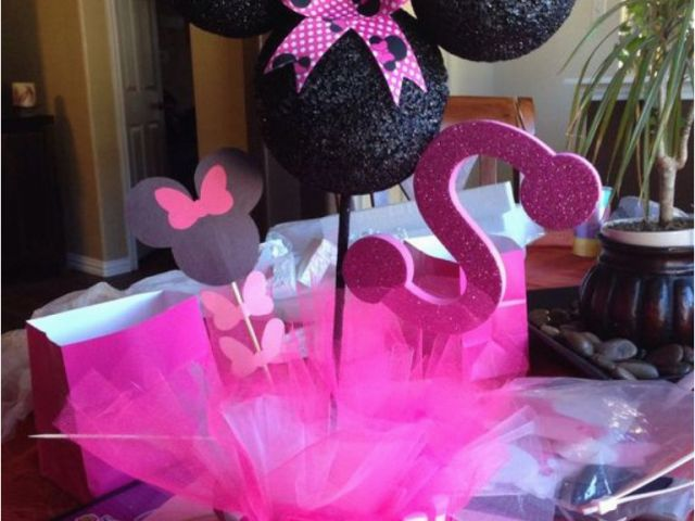 How To Decorate Minnie Mouse Birthday Party Minnie Mouse Table